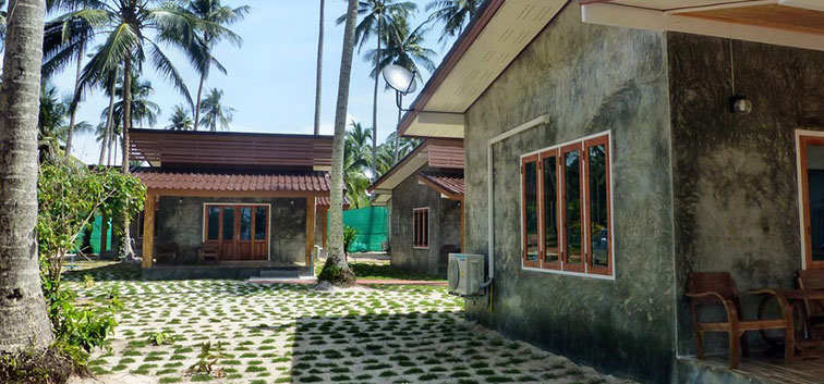 Coconut Garden Family bungalows stand next to the Coconut Garden Deluxe bungalows